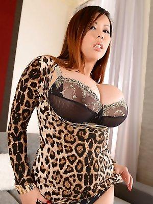Busty Asian Vixen Tigerr Benson Boffs Herself